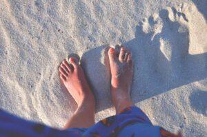 feet-923533_1920